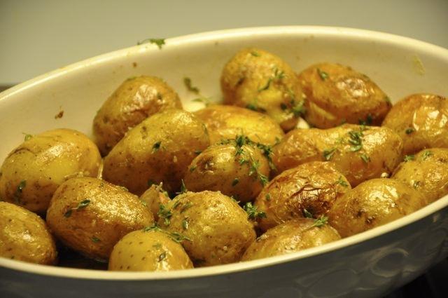 Cartofi copti in untura de gasca cu usturoi copt si for Cu ci na roma