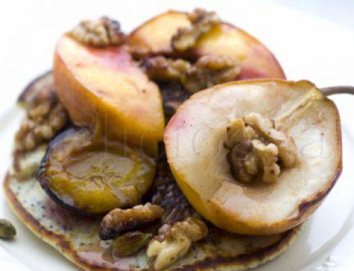Clatite cu mac & fructe coapte: pere, prune, piersici