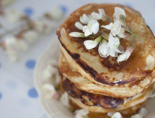 Pancakes/Clatite pufoase cu mascarpone si flori de salcam